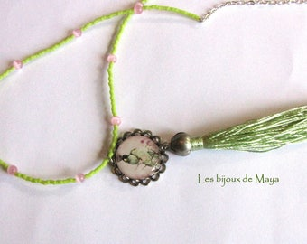 Necklace with green tassel and medallion with Parrot