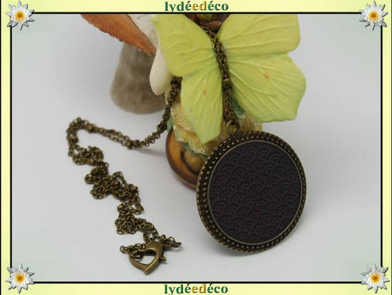 Necklace: seigaiha waves Japanese brass bronze and resin black and white color Heart Locket round 32 mm ball chain