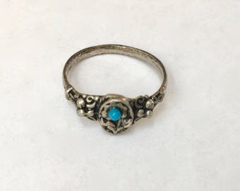 little silver ring with flowers, size 7.75