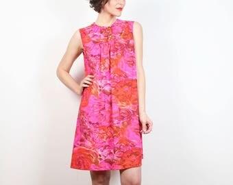 Vintage Vanity Fair Slip 1960s Dress Neon caldo rosa Rose rosso floreale stampa Mini abito leggero 60s camicia da notte tenda Shift Dress Mod M medio