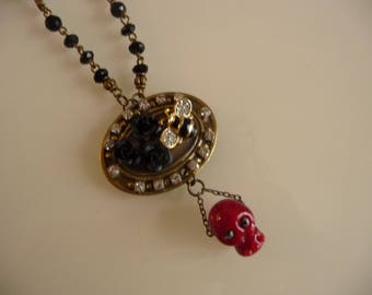 Rock and black roses bee necklace