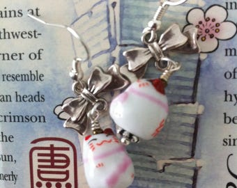 Maneki neko with small silver knots kawaii earrings