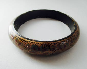 1970s Boho gypsy tribal ethnic floral painted wood bangle bracelet. // Onesize