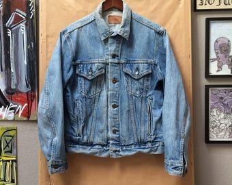 Vintage Levi's Denim Trucker Jacket Jean Made in USA 42R 70506-0214