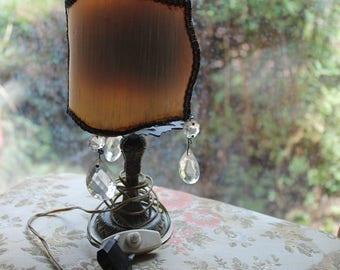 Piccola lampada da comodino