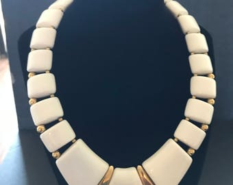 Vintage bulky Necklace White