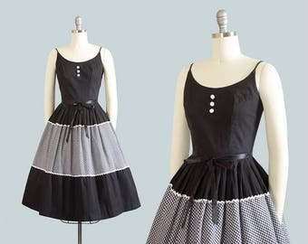 Vintage 1950s Dress | 50s Gingham Border Print Cotton Sundress Black Ricrac Full Skirt Day Dress (xs)