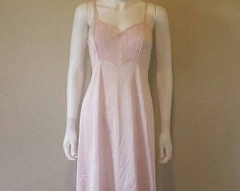 ON SALE Vintage pink lace trim slip