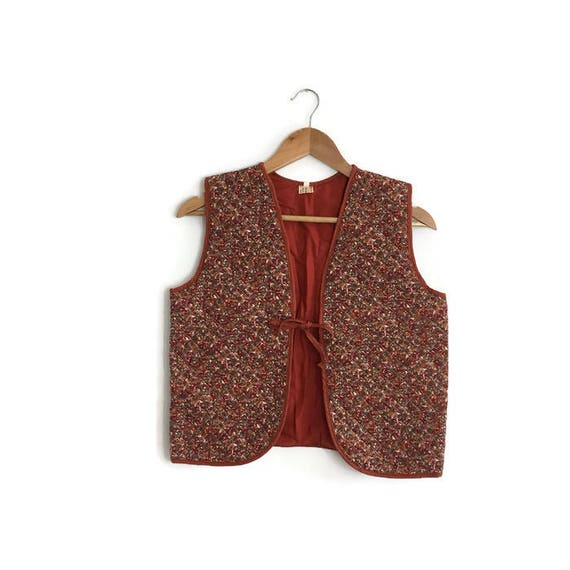 Vintage quilted waistcoat / 70s hippie waistcoat / boho 70s quilted foral gilet / floral waistcoat / rust red quilted waistcoat