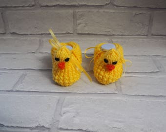 hand knitted duck booties/duckling shoes/baby booties/duckling slippers/baby shower gift/christening booties/animal booties/novelty booties.