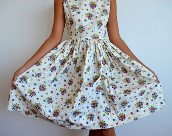 Vintage floral cotton 1950's dress - white vintage dress with flower print - xs AU 6 / US 2
