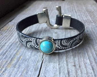 Silver Horseshoe Style Clasp Bracelet With Black Leather With Silver Design And Magnesite Slide Charm - Hook Bracelet