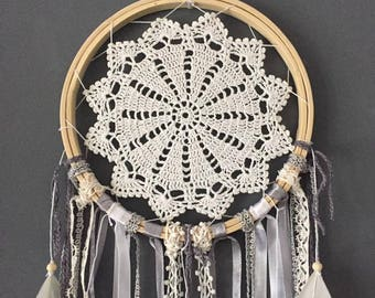 Dream catcher gray and white porcelain 3 feathers