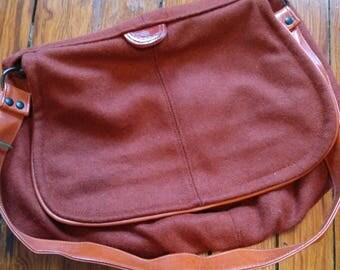 Fabulous slouchy 1970s red woolen purse