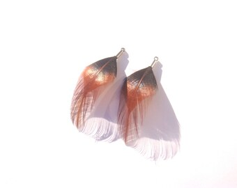 1 pair of pendants/charms approximately 52 mm long Rooster feathers