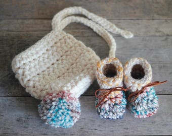 Baby Set, Gift for New Moms, knit , Baby Booties, Bonnet, Baby Bonnet, Bonnet with pompom, knit Baby Set, Baby Shoes, Shower Gift, Baby