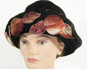 circa 1910 Arts and Crafts Edwardian velvet cloche
