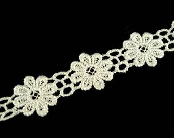 Guipure lace ivory floral lace of Venice 20 mm