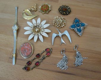 Sarah Coventry vintage to now lot, 9 brooches, bracelet, earrings & watch, 12 pieces