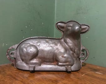 Vintage lamb mold