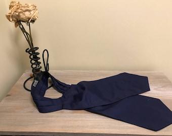 Vintage traditional cravat navy blue