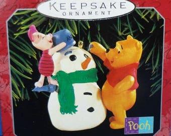 1998 Building a Snowman Hallmark Winnie the Pooh Ornament