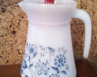 Vintage 1970s Broc - pitcher ARCOPAL with its pouring lid