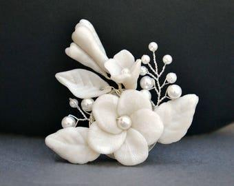 Clay flower brooch, white floral brooch, bridal brooch, bridesmaid brooch, bridal accessories