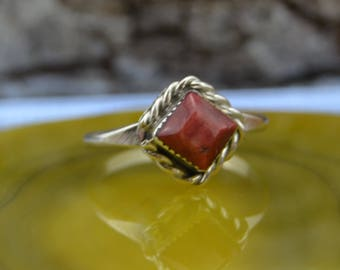 Navajo Sterling Silver and red spiny oyster ring size 4.5