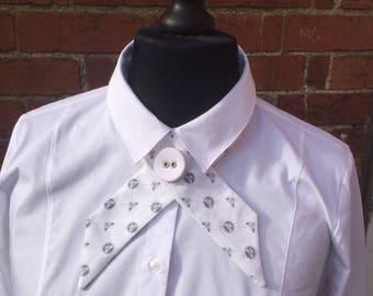Bee print white crossover necktie