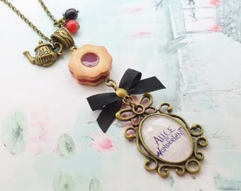 long necklace Alice Wonderland country
