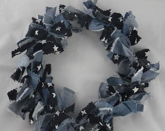 Cou006 - Couronne de Noël en tissu noir, jean et étoiles