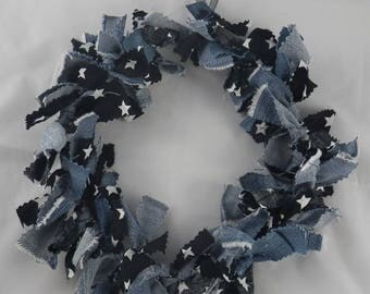 Cou006 - Wreath of black fabric, denim and stars