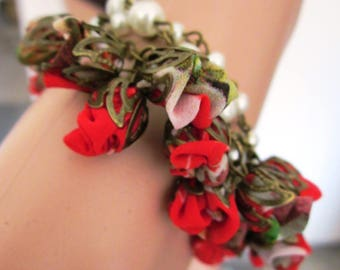 Bracelet pearls and flowers