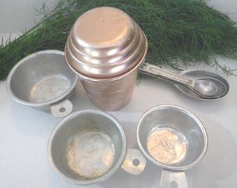 Mixed Lot of Vintage Aluminum Measuring Cups & Spoons ~ Farmhouse Kitchen Utensils