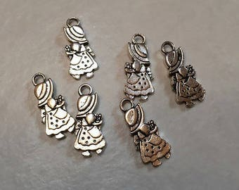 50 silver 28x13mm basket girl charms