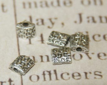 10 square beads decorated in silver plated 5mm