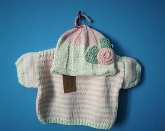 White and pink striped cotton jersey and hat for girls of 6-9 months