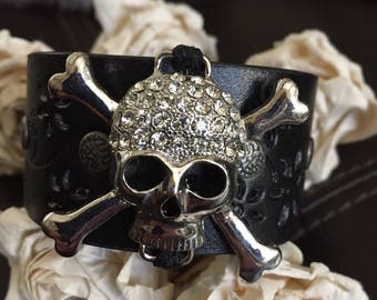 Skull bracelet leather cuff, Halloween jewelry, pirate jewelry, gothic bracelet, skull gift, chunky bracelet, vegan leather
