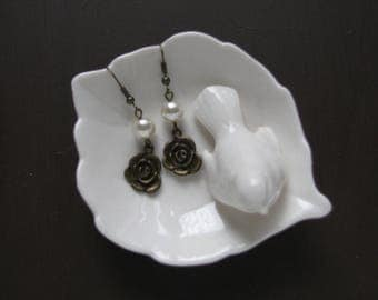 Rose earrings - flower jewelry - flower earrings - Pearl earrings - Gifts for Her