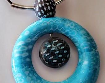 Necklace combined end donut adorned with a Pearl Center
