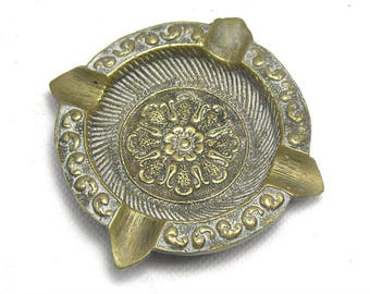 Vintage Round Brass Ashtray/Brass Rose/Brass Tobacciana/Indian Ashtrays/Indian Decor/Boho Decor/Bohemian Decor/Rose Ashtray/Round Ashtray