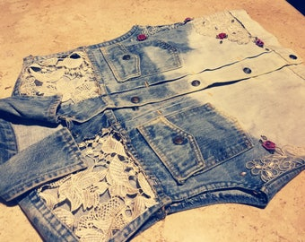 Upcycled bleached denim vest w. lace