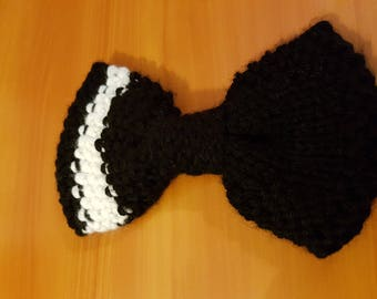 Bow tie black and white wool with rounded edges