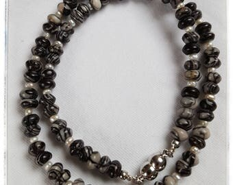 Delicate necklace of Picasso-Jasper with freshwater pearls