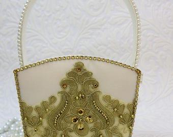 Flower girl basket, gold and white, flower basket, large flower girl basket, flower girl basket, flower girl accessories, wedding basket