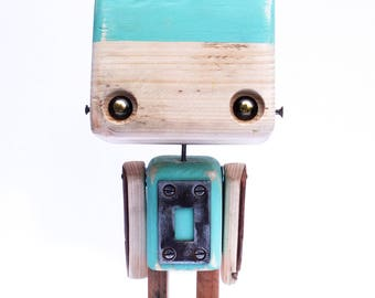 Robot made of recycled wood - green diabolo to metal parts