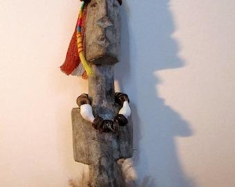 """Statuette en bois sculptée et habillée, sculpture ethnique """"Ada Gada 1"""""""
