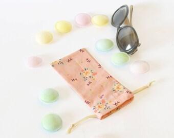 Light and soft glasses case , glasses case, favor bag , birthday party , soft case , flowers , sun glasses case , flowers , drawstring case