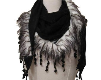 Triangle knitted scarf with faux fur trim and tassels - black - CFOC1012BK